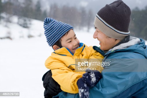 Parents and child in winter : Foto stock