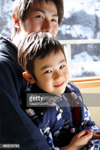 Parents and child in yukata : Stockfoto