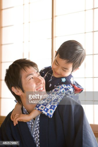 Parents and child in yukata : Bildbanksbilder