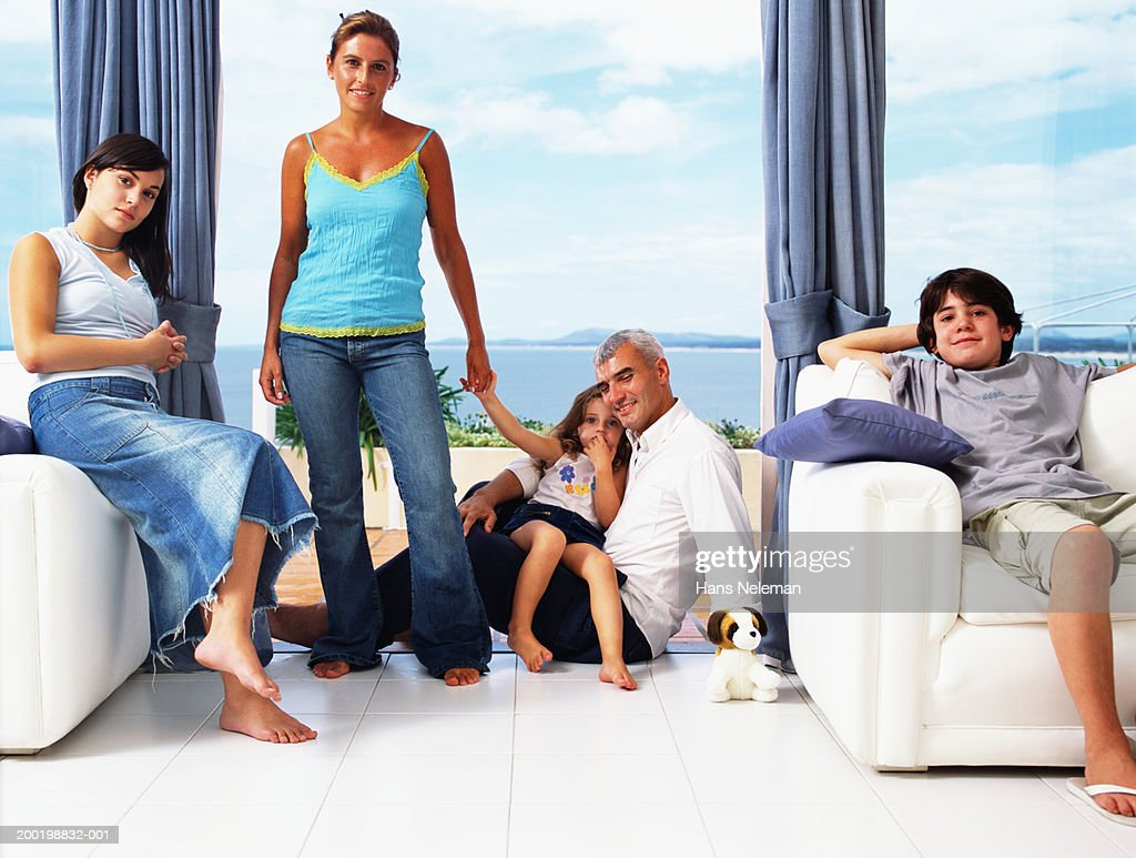 Parents and children (2-15) relaxing at home, portrait : Stock Photo