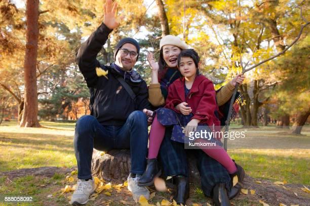 Ouders die hun dochter troostend