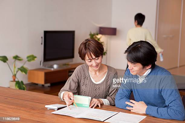 Parents Studying Household Financial Plan