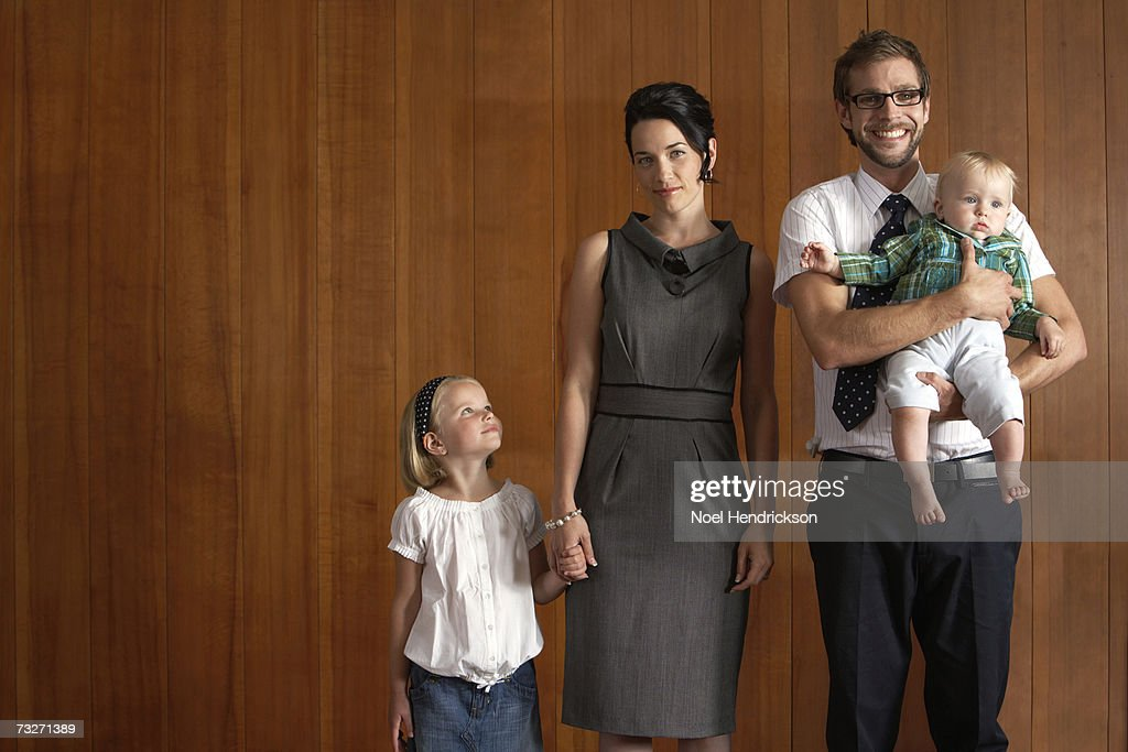 Parents with daughters (5-7) and (9-12 months) : Stock Photo