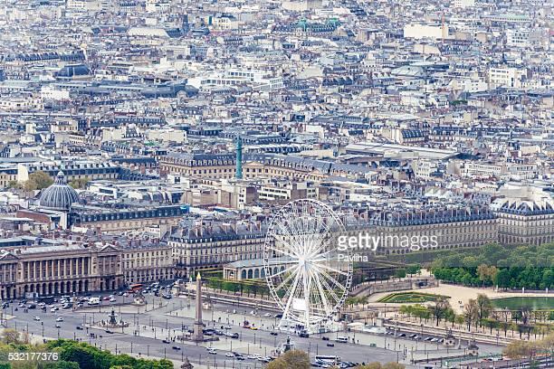 Vue aérienne de Paris, grande roue avec une Statue, obélisque de Louxor, Paris,