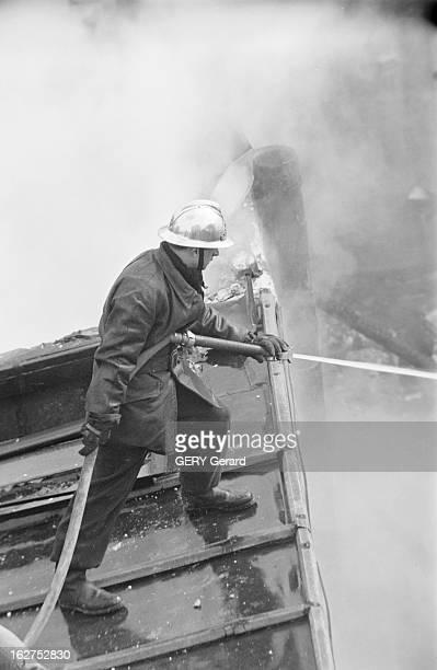 An Arson Brun Down 23 Buildings In Menilmontant Paris le 3 mars 1958 Un incendie volontaire ravage 23 immeubles à Ménilmontant dans le 20ème...