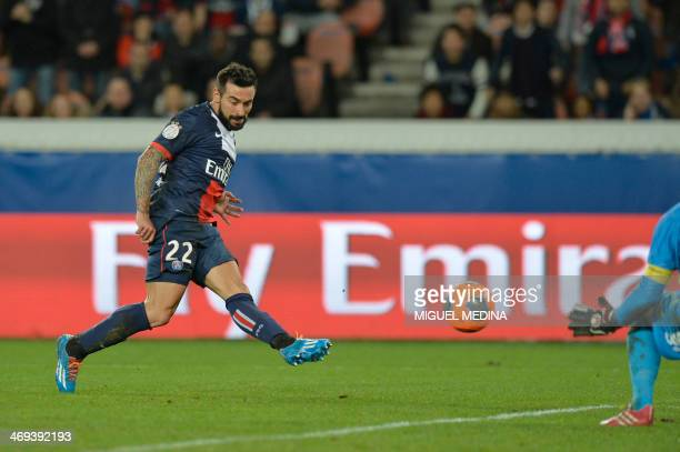 Paris' Argentine forward Ezequiel Lavezzi scores his team's opening goal past Valenciennes' goalkeeper Nicolas Penneteau during the French L1...