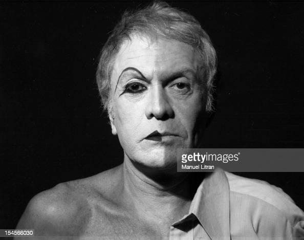 Qui suis -je - ajonc- 23 février trouvé par Martine Paris-august-15-the-comedian-robert-hirsch-to-makeup-for-the-play-picture-id154566030?s=594x594