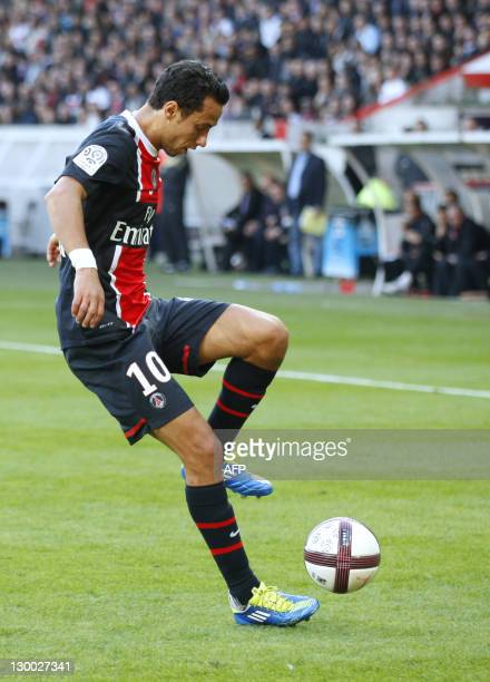 Paris' Brazilian midfielder Nene controls the ball during the French L1 football match PSG vs Dijon on October 23 2011 at the Parc des Princes in...