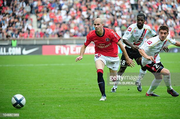 Paris' Christophe Jallet fights for the ball with Nice's Anthony Mounier and Abdou Traore during the French L1 football match PSG vs Nice on October...