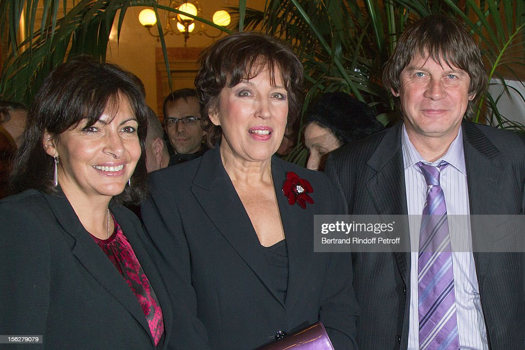 Paris Deputy Mayor Anne Hidalgo, former minister <a gi-track='captionPersonalityLinkClicked' href=/galleries/search?phrase=Roselyne+Bachelot&family=editorial&specificpeople=2369544 ng-click='$event.stopPropagation()'>Roselyne Bachelot</a>-Narquin and CGT union leader <a gi-track='captionPersonalityLinkClicked' href=/galleries/search?phrase=Bernard+Thibault&family=editorial&specificpeople=658517 ng-click='$event.stopPropagation()'>Bernard Thibault</a> attend the Gala de l'Espoir charity event against cancer at Theatre du Chatelet on November 12, 2012 in Paris, France.