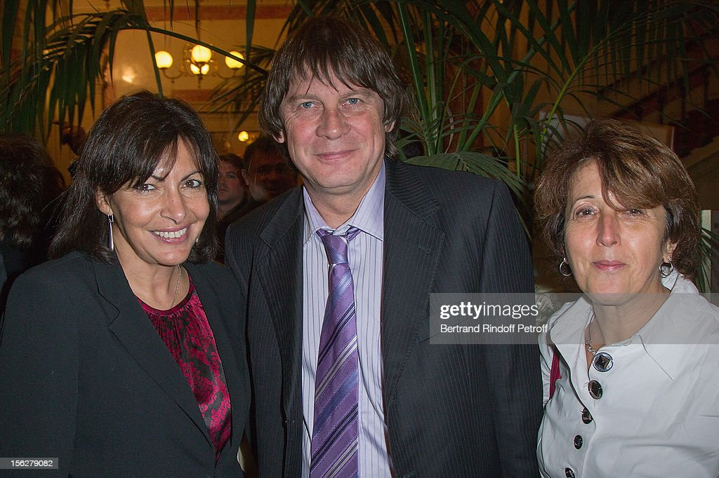 Paris Deputy Mayor Anne Hidalgo, union leader <a gi-track='captionPersonalityLinkClicked' href=/galleries/search?phrase=Bernard+Thibault&family=editorial&specificpeople=658517 ng-click='$event.stopPropagation()'>Bernard Thibault</a> and his wife Muriel, attend the Gala de l'Espoir charity event against cancer at Theatre du Chatelet on November 12, 2012 in Paris, France.