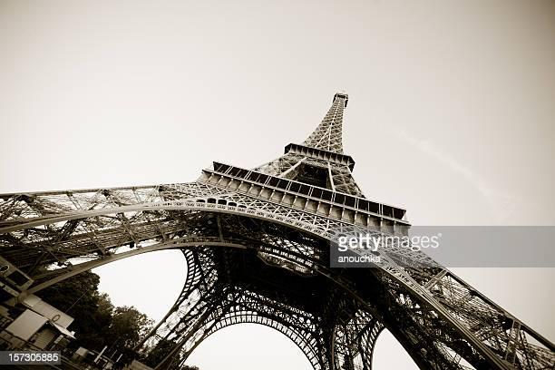 Paris, la tour Eiffel en Sépia