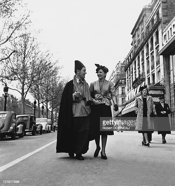 Paris Fashion And Mannequins Mannequins On The Champs Elysees 1940