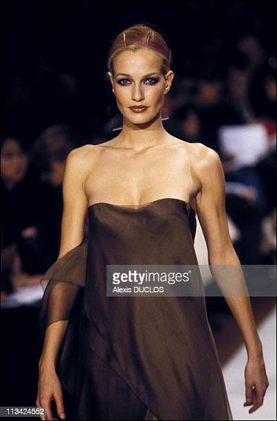 Paris Fashion Ready To Wear Spring / Summer 97 On October 1st 1996 In Paris France Ocimar Versolato Karen Mulder
