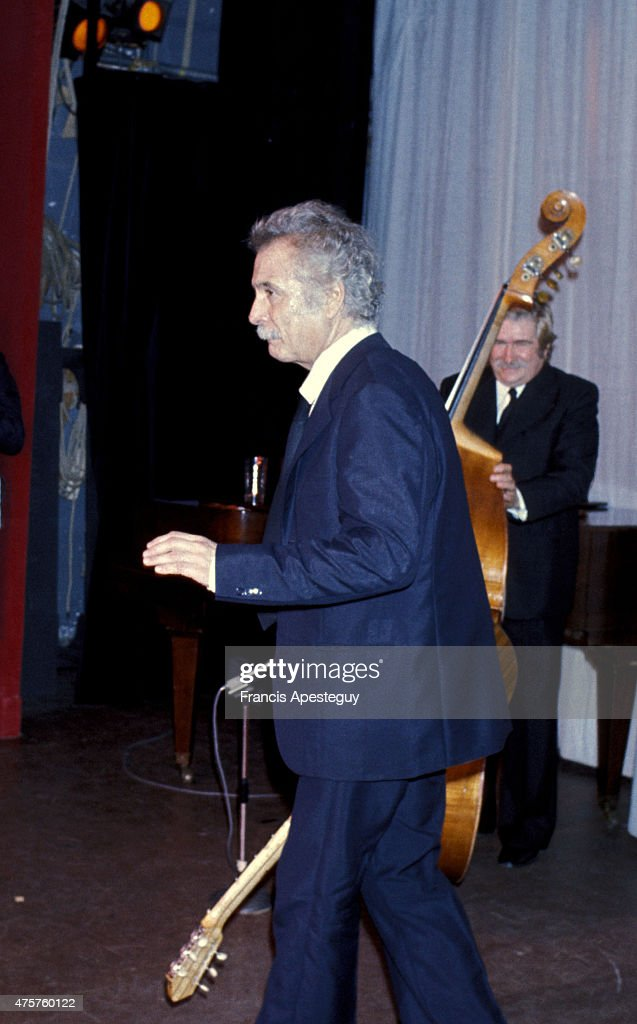 Paris, France -- 20 October 1976, French singer <a gi-track='captionPersonalityLinkClicked' href=/galleries/search?phrase=Georges+Brassens&family=editorial&specificpeople=882384 ng-click='$event.stopPropagation()'>Georges Brassens</a> giving a recital at the Bobino theatre in Paris.,