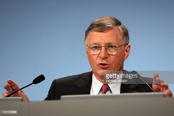 French oil company Total Chairman of the board of directors Thierry Desmarest delivers a speech during the group general assembly 11 May 2007 in...