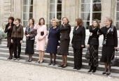 From left Polish first lady Jolanta Kwasniewska US first lady Laura Bush Egyptian first lady Suzanne Mubarak Queen Silvia of Sweden French first lady...