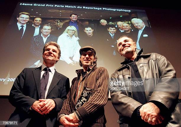 Le directeur de la redaction du magazine Paris Match Olivier Royan pose avec le photographe de l'Agence France Presse Olivier LabanMattei apres lui...