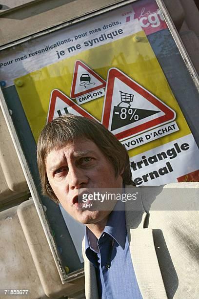 le secretaire general de la CGT Bernard Thibault est photographie devant un panneau d'affichage syndical le 12 septembre 2006 a son arrivee a la...