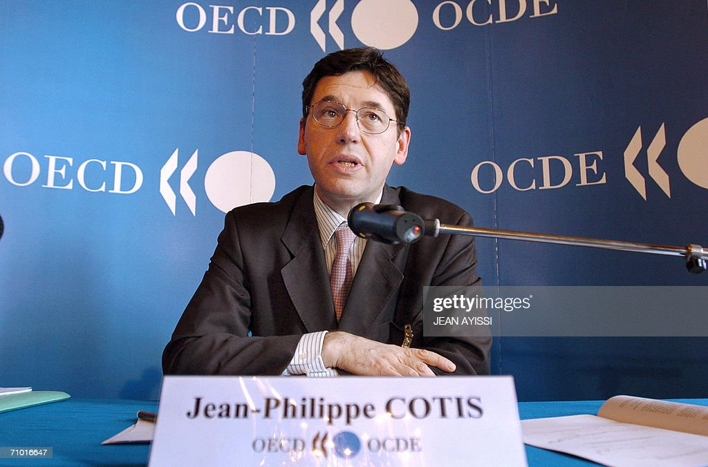 OECD's chief economist JeanPhilippe Cotis gives a press conference 23 May 2006 in Paris Turbulence on global stock markets in the past week should...