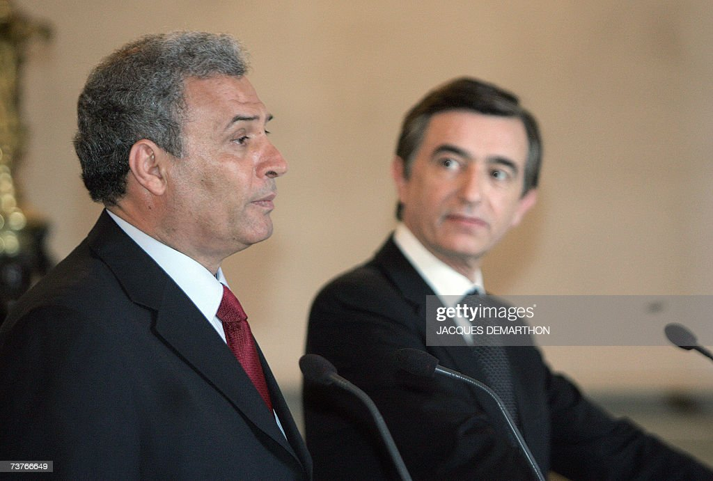 Palestinian foreign minister Ziad Abu Amr (L) delivers a speech as French Foreign Minister Philippe Douste-Blazy looks on during a joint press conference after talks, at the Quai d'Orsay in Paris 02 April 2007. Ziad Abu Amr arrived in Paris yesterday on his first visit to a European capital since a unity cabinet was sworn in two weeks ago, brightening prospects for a resumption of aid.