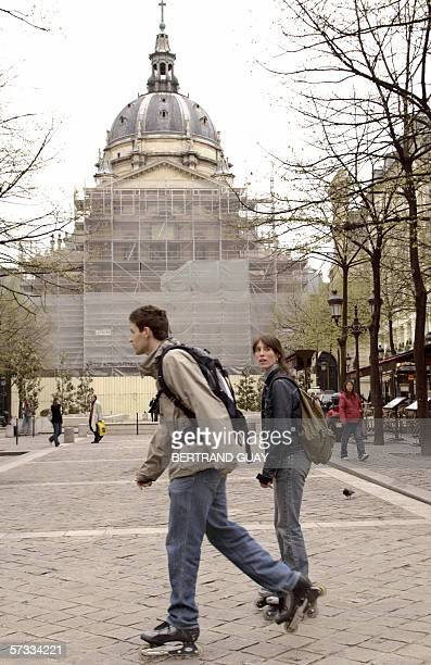 Rollerskaters pass by the historic Sorbonne University 13 April 2006 in Paris after police lifted earlier a security cordon set up a month ago after...
