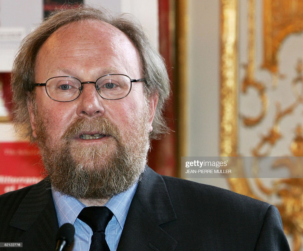 Speaker of the German lower house of parliament, Wolfgang Thierse, ...