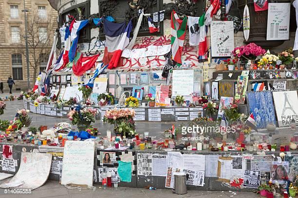 Paris, en France le terrorisme attaque Memorial (13 novembre 2015) Place REPUBLIQUE