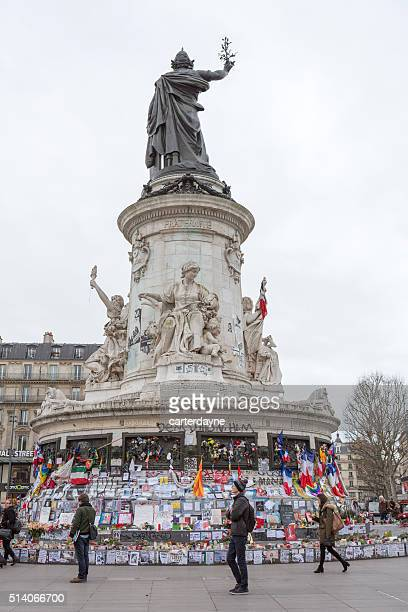 Paris, en France le terrorisme attaque Memorial (13 novembre 2015) Place REPUBLIQUE