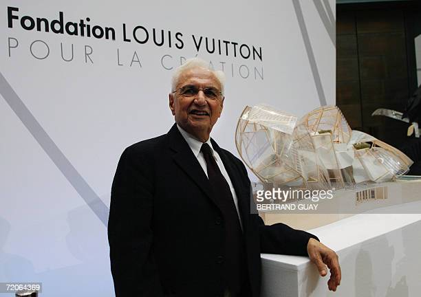 US architect Franck Gehry poses next to a model of the 'Fondation Luis Vuitton pour la creation' prior to a conference 02 October 2006 in Paris The...