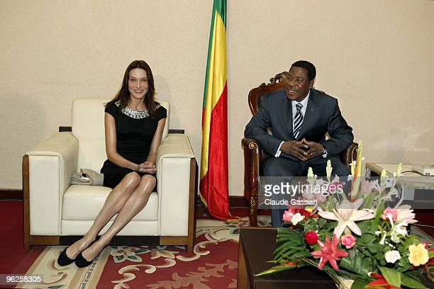 French First lady Carla Sarkozy meeting with Thomas Boni Yayi president of Benin on January 26 2010 at the Presidential palace in Cotonou Carla...