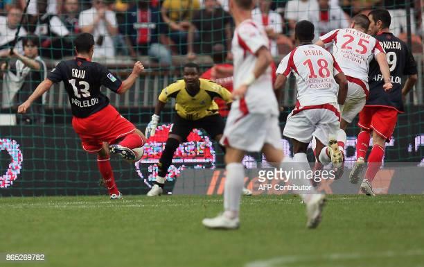 Paris' French forward PierreAlain Frau shoots to score next to Lille's Senegalese goalkeeper Tony Sylva during their French L1 football match 26...