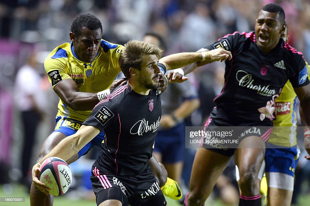 Paris' French fullback Hugo Bonneval (C) vies with Clermont's Fijian winger Sitiveni Sivivatu (L) during the French Top 14 rugby Union match Stade Francais vs Clermont on September 8, 2013 at the Jean Bouin stadium in Paris.