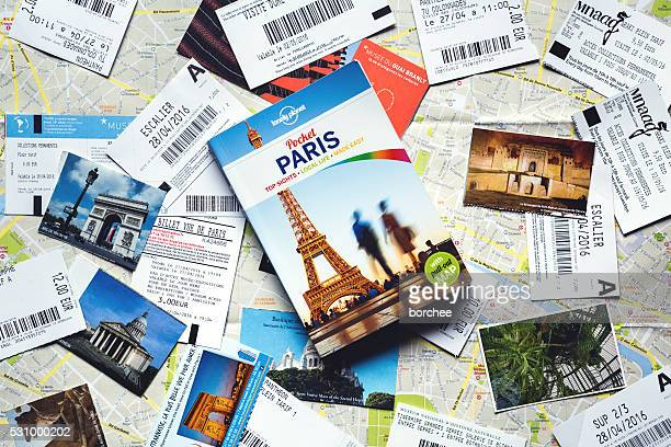 Guide de Paris avec billets de Paris
