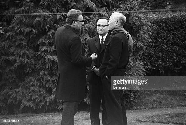 Henry Kissinger Pres Nixon's national security adviser and North Vietnam's Le Duc Tho engage in animated conversation in the garden of a GifsurYvette...