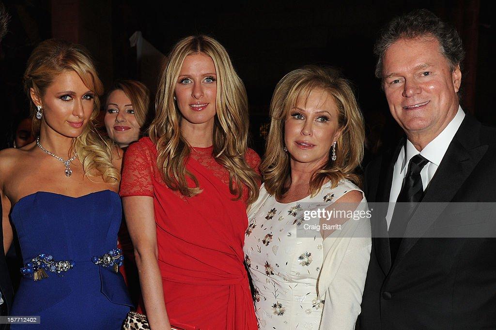 Paris Hilton, Nicky Nilton, Kathy Hilton and Rick Hilton attend European School Of Economics Foundation Vision And Reality Awards on December 5, 2012 in New York City.