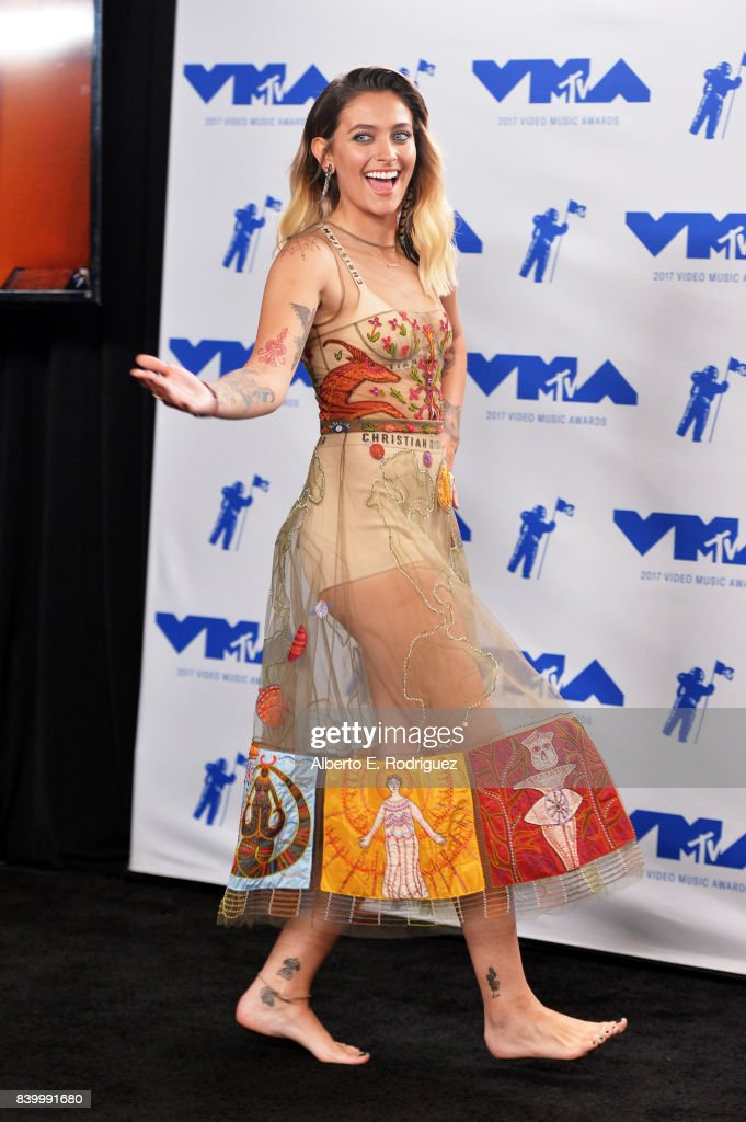 Paris Jackson poses in the press room during the 2017 MTV Video Music Awards at The Forum on August 27, 2017 in Inglewood, California.