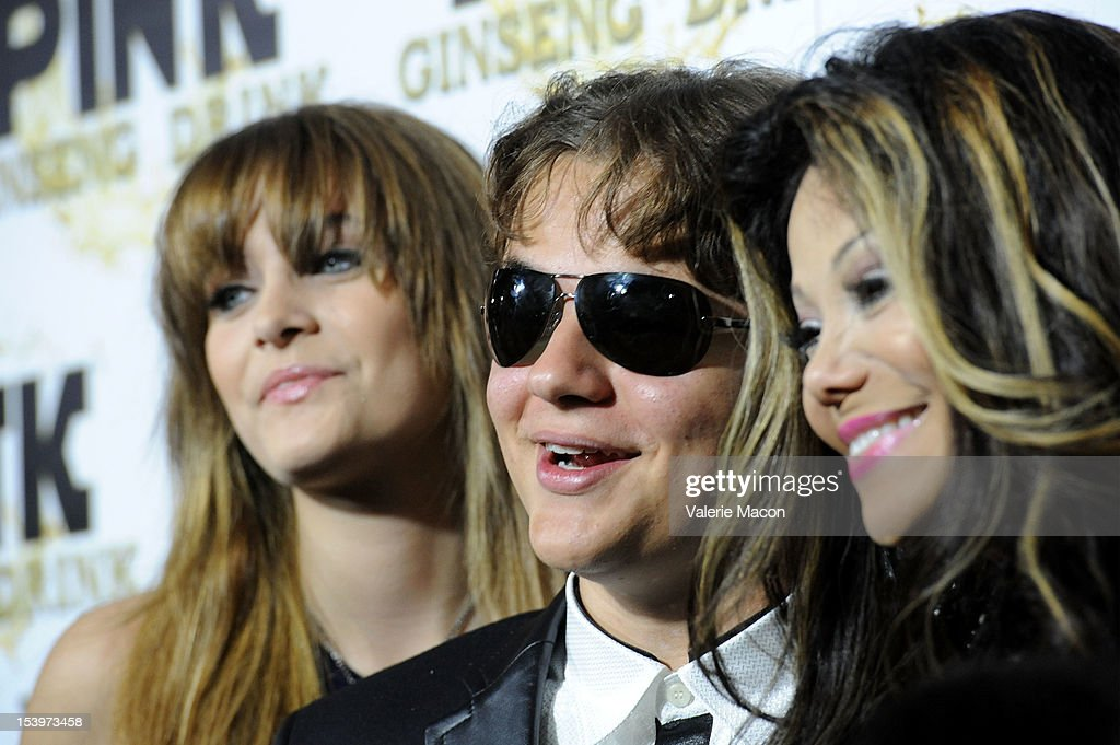 <a gi-track='captionPersonalityLinkClicked' href=/galleries/search?phrase=Paris+Jackson+-+Actress&family=editorial&specificpeople=2208441 ng-click='$event.stopPropagation()'>Paris Jackson</a>, Prince Michael Jackson and <a gi-track='captionPersonalityLinkClicked' href=/galleries/search?phrase=LaToya+Jackson&family=editorial&specificpeople=208817 ng-click='$event.stopPropagation()'>LaToya Jackson</a> attend Mr. Pink Ginseng Drink Launch Party on October 11, 2012 in Beverly Hills, California.