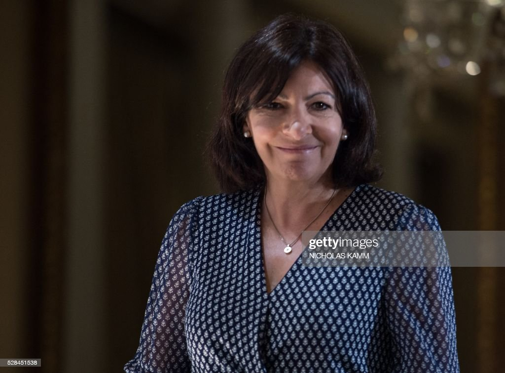 Paris mayor Anne Hidalgo arrives to speak at the C40 and Compact of Mayors briefing during the Climate Action 2016 conference in Washington, DC, on May 5, 2016. / AFP / NICHOLAS