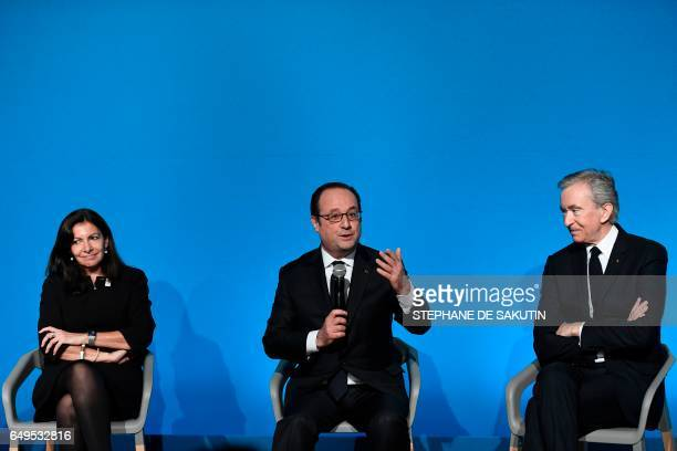 Paris' mayor Anne Hidalgo CEO of LVMH Bernard Arnault and French president Francois Hollande attend a press conference to unveil a new museum in...