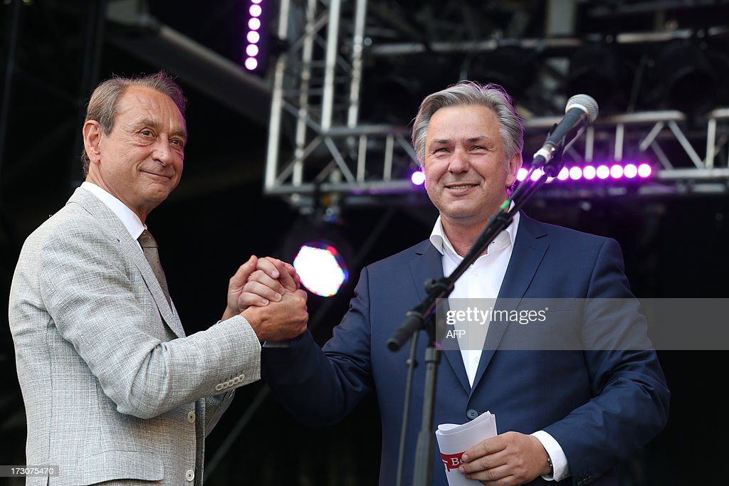 Paris' mayor Bertrand Delanoe (L) shakes hands with his Berlin's counterpart Klaus Wowereit during a ceremony marking the French German Office for Youth (OFAJ) 50th anniversary, on July 6, 2013 in Paris.