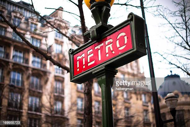 Enseigne de métro parisien