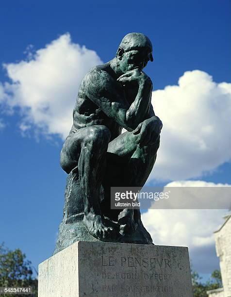 Statue 'Der Denker' vor dem Museum 1999
