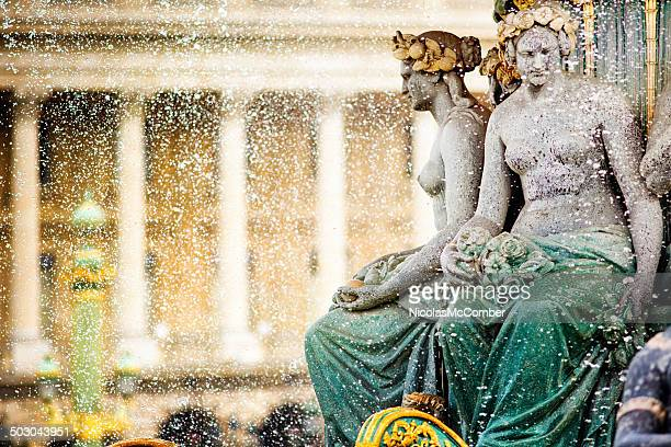 Paris la Place de la Concorde, détail de la fontaine