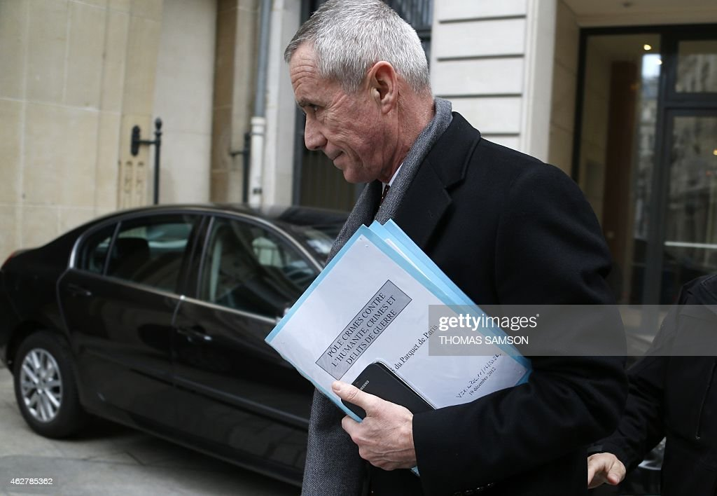 Paris prosecutor Francois Molins holds documents as he arrives at the financial division of the Paris courthouse, on February 5, 2015.