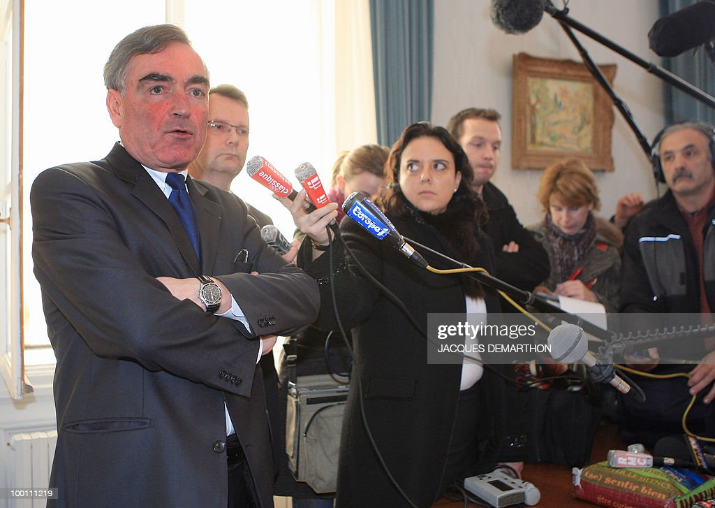 Paris' prosecutor Jean-Claude Marin (L) speaks during a press conference next to Patrick Hefner (2nd L), Deputy Director of the finance department of the French judiciary police, 28 January 2008 at Paris courthouse, after a Societe Generale statement yesterday outlined the bank's allegations against accused trader Jerome Kerviel, detailing 'the method behind the fraud' that it said cost them 4.9 billion euros. While Kerviel's lawyer has denied personal wrong-doing, the bank's statement accused the trader of slaloming his way through controls he knew inside-out from a previous role processing futures buying and selling. French trader Jerome Kerviel started taking 'unauthorised positions' in futures trading for Societe Generale bank more than two years ago, in late 2005, the prosecutor said.