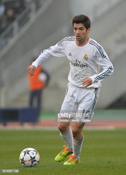 Real Madrid's French midfielder Enzo Zidane the 18yearold son of French football legend Zinedine Zidane runs with the ball during the UEFA Youth...