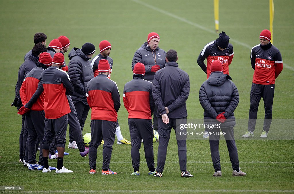 Paris Saint Germain's Italian coach Carlo Ancelotti (C) speaks to his players, beside newly-recruited Paris Saint-Germain's (PSG) Brazilian midfielder Lucas Mouras (C,L), during a training session, on January 10, 2013 at the Camp des Loges, the PSG football club training center in Saint-Germain-en-Laye, west of Paris.