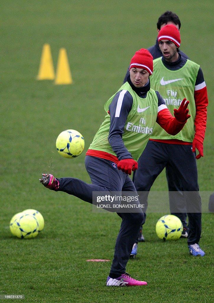 Paris Saint Germain's Swedish forward Zlatan Ibrahimovic (C) takes part in a training session, on January 10, 2013 at the Camp des Loges, the PSG football club training center in Saint-Germain-en-Laye, west of Paris. AFP PHOTO / LIONEL BONAVENTURE