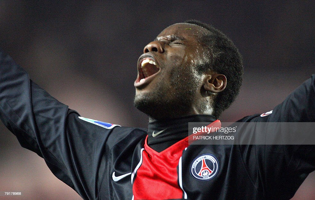 Paris Saint-Germain forward Peguy Luyindula celebrates after scoring against FC Metz during their French L1 football match at the Parc des Princes in Paris, 23 January 2008.
